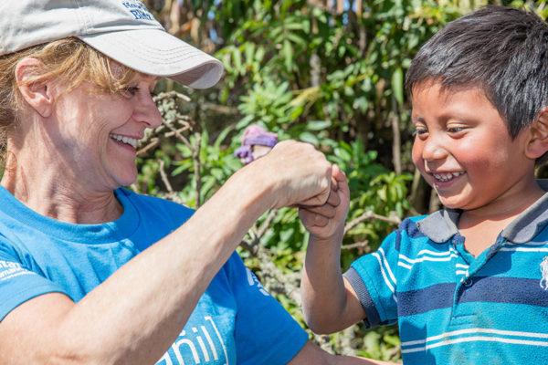 volunteer-kid-guatemala-globalvillage-youngprofessionals